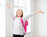 Muchacha del estudiante con las manos para arriba en la escuela Fotos de archivo