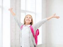 Muchacha del estudiante con las manos para arriba en la escuela Fotografía de archivo libre de regalías