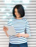 Muchacha del estudiante con PC de la tableta Imagenes de archivo