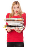 Muchacha del estudiante con una pila de libros pesados Fotografía de archivo libre de regalías