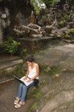 Muchacha del estudiante el vacaciones Fotos de archivo libres de regalías