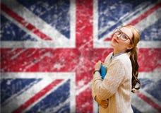 Muchacha del estudiante en el Union Jack inglés borroso Imagenes de archivo