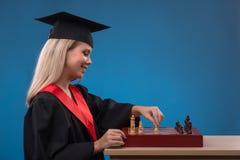 Muchacha del estudiante en fondo azul Foto de archivo