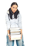 Muchacha del estudiante que lleva los libros pesados Foto de archivo libre de regalías