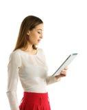 Muchacha del estudiante que usa la PC de la tableta Foto de archivo libre de regalías