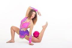 Muchacha del gimnasta con la bola Foto de archivo
