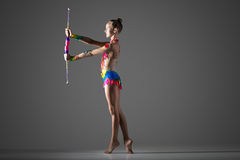 Muchacha del gimnasta con macis Fotografía de archivo libre de regalías