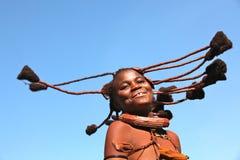 Muchacha del himba del baile en Namibia imagen de archivo libre de regalías