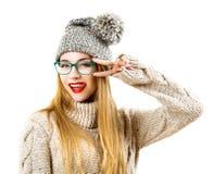 Muchacha del inconformista del invierno que va loca Aislado en blanco Fotografía de archivo libre de regalías