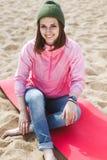 Muchacha del inconformista en la playa Foto de archivo libre de regalías