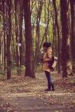 Muchacha del inconformista en un parque Foto de archivo libre de regalías