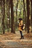 Muchacha del inconformista en un parque Fotos de archivo libres de regalías