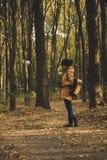 Muchacha del inconformista en un parque Fotografía de archivo libre de regalías
