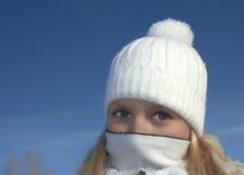 Muchacha del invierno con la bufanda Fotografía de archivo libre de regalías
