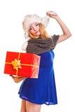 Muchacha del invierno con la caja de regalo roja aislada Fotos de archivo libres de regalías