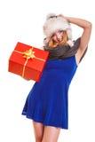 Muchacha del invierno con la caja de regalo roja aislada Fotos de archivo