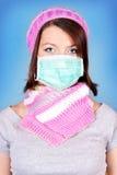 Muchacha del invierno con la máscara de la protección Imágenes de archivo libres de regalías