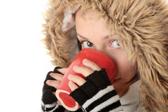 Muchacha del invierno con la taza caliente Imagen de archivo libre de regalías
