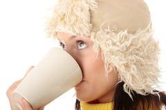 Muchacha del invierno con la taza caliente Imágenes de archivo libres de regalías