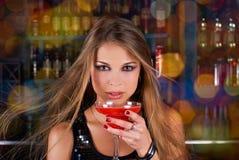 Muchacha del ir de discotecas con las luces del color fotos de archivo libres de regalías