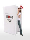 Muchacha del libro del amor de las tarjetas del día de San Valentín Foto de archivo