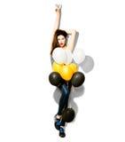Muchacha del modelo de moda de la belleza con los globos coloridos foto de archivo