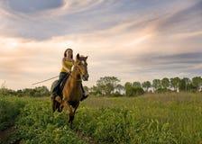 Muchacha del montar a caballo Imagenes de archivo