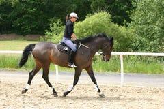 Muchacha del montar a caballo Fotos de archivo libres de regalías