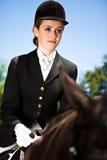 Muchacha del montar a caballo de lomo de caballo Fotografía de archivo