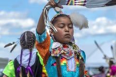 Muchacha del nativo americano en el powwow anual Imagenes de archivo