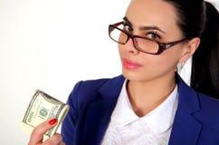 Muchacha del negocio que sostiene el dinero Foto de archivo libre de regalías