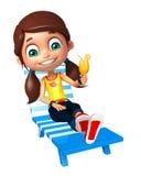 Muchacha del niño con la silla de playa y Juice Glass Fotos de archivo