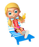Muchacha del niño con la silla de playa y Juice Glass Foto de archivo