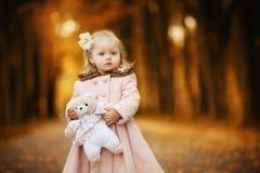 Muchacha del niño con un juguete Fotografía de archivo