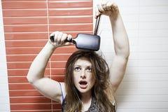 Muchacha del pelo de Primping Fotografía de archivo libre de regalías