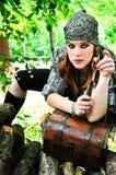 Muchacha del pirata con el cuchillo Imagen de archivo libre de regalías