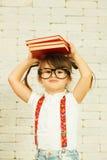 Muchacha del preescolar con los libros Foto de archivo
