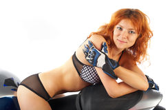 Muchacha del Redhead en la moto Fotografía de archivo