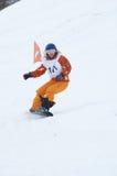 Muchacha del Snowboard en raza foto de archivo libre de regalías