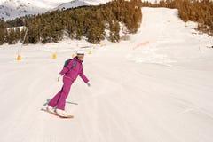 Muchacha del snowboarder del principiante Fotos de archivo