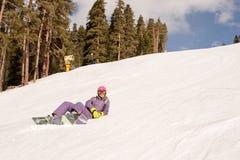 Muchacha del snowboarder del principiante Fotos de archivo libres de regalías
