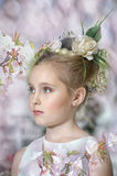 Muchacha del vintage con las flores Imagen de archivo libre de regalías