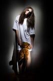 Muchacha del zombi con el oso de peluche Imagenes de archivo