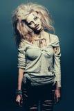 Muchacha del zombi de los Undead foto de archivo