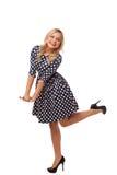 Muchacha delgada rubia en vestido y zapatos del punto Imagen de archivo libre de regalías