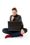 Muchacha deprimida con el ordenador portátil Foto de archivo libre de regalías