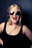 Muchacha descarada joven que canta Imagen de archivo libre de regalías