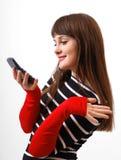 Muchacha divertida con el primer del teléfono móvil Imagen de archivo libre de regalías