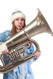 Muchacha divertida de santa que toca la trompeta Foto de archivo