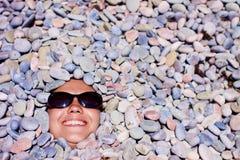 Muchacha divertida en gafas de sol Imágenes de archivo libres de regalías